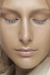 issey miyake ss15 pfw 600x900 202x300 MAC Cosmetics SS15 Trends